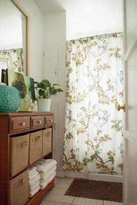 Komoda v kúpeľni maximalizuje úžitok nevyužitej plochy.