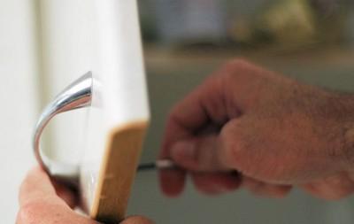 629px-Clean-Kitchen-Cabinet-Knobs-Step-11