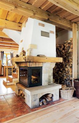 palivové drevo v izbe