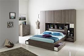 postel so zasuvkami
