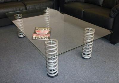 stolík z pružín