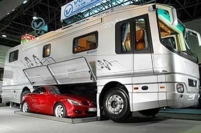 obytný voz s garážou